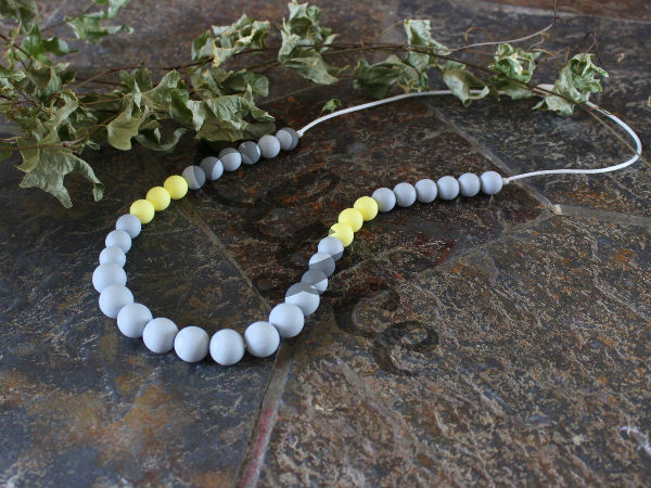 Collier de dentition grey yellow