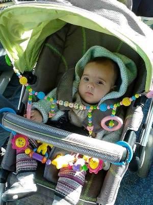 elyce photo bebe arche jeu poussette personnalisé perles en bois